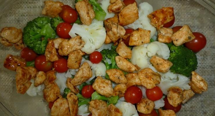 zapiekanka brokul kalafior2 740x400 23. (Prawie, że) Zapiekanka warzywna z dodatkiem kurczaka
