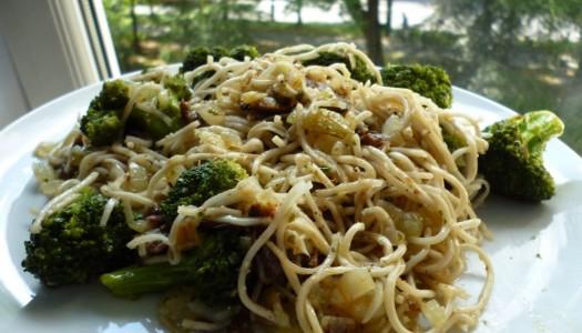 28. Chow mein z anchois i brokułem