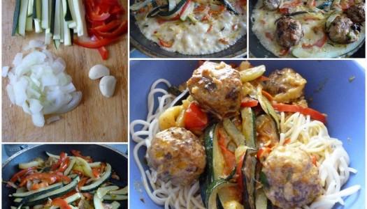 26. Makaron Chow Mein z kuleczkami mięsnymi