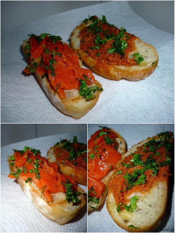 crostini z pesto lososiem2 45. Crostini: z pomidorowym pesto / z łososiem