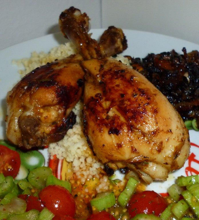 kurczak kuskus salatka 38. Kurczak, kuskus, mini sałatka i cebula na winie