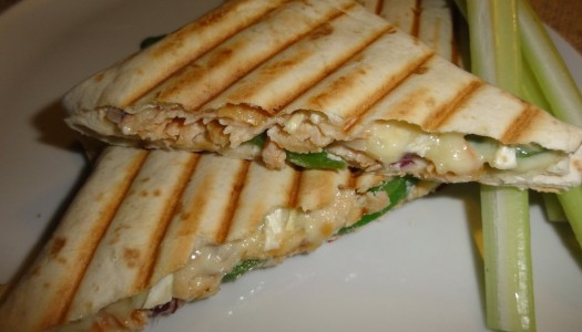 55. Kanapka z łososiem wędzonem i serem camembert (na ciepło!)