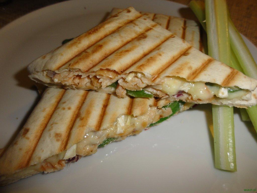 kanapka wedzony losos camembert1 55. Kanapka z łososiem wędzonem i serem camembert (na ciepło!)
