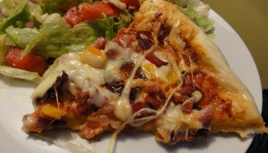 54. Pizza z boczkiem, chorizo oraz papryką
