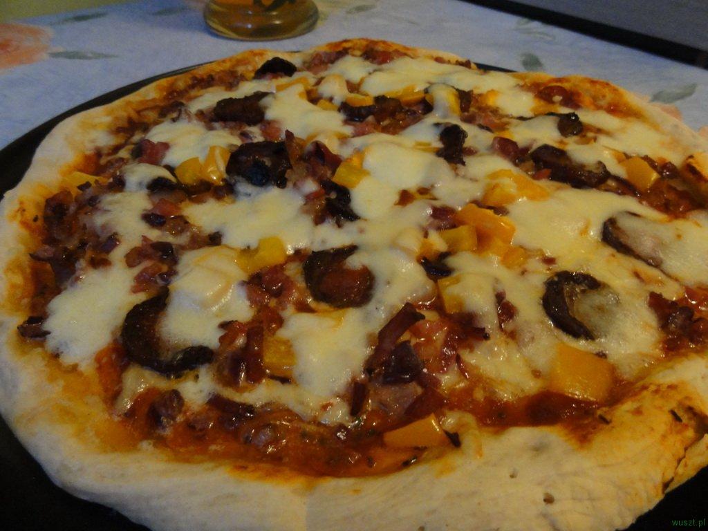 pizza chorizo boczek papryka2 54. Pizza z boczkiem, chorizo oraz papryką