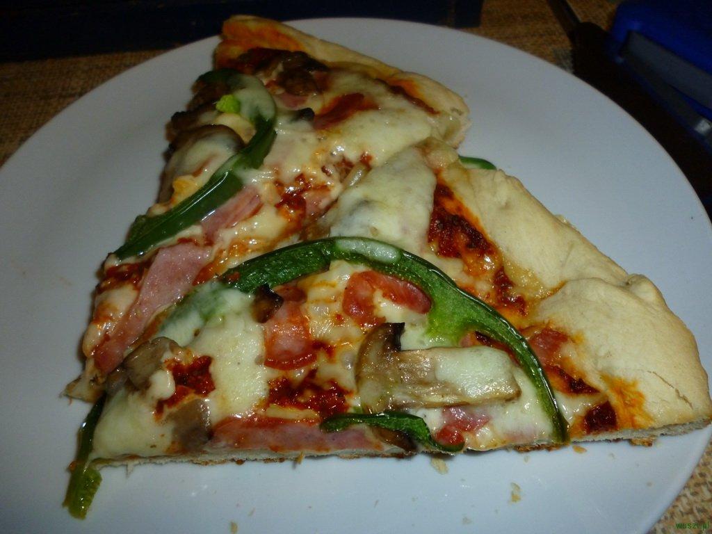 pizza 2 72. 2 x Pizza: z anchois, kaparami i oliwkami + standardowa, na wszelki wypadek ;)