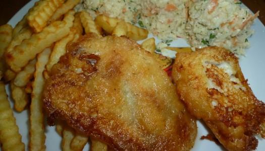 89. Ryba w piwnym cieście, frytki i colesław