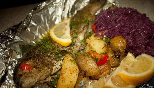 101. Pstrąg, czerwona kapusta i grillowane ziemniaki